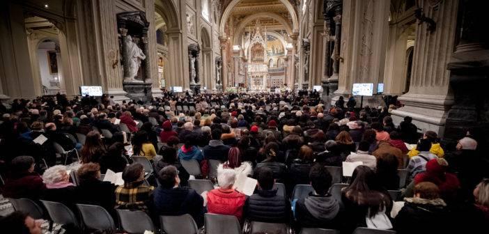 51 anni Sant'Egidio: una folla immensa occupa la navata centrale di San Giovanni in Laterano
