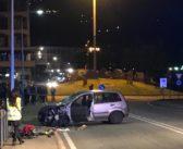 Un'auto travolge un'intera famiglia: un morto e tre feriti