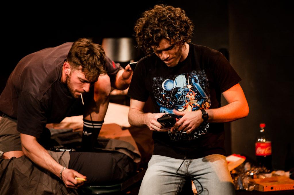 Edoardo Purgatori e Jacopo Olmo Antinori in Loose Ends. Foto Cosimo Sinforini