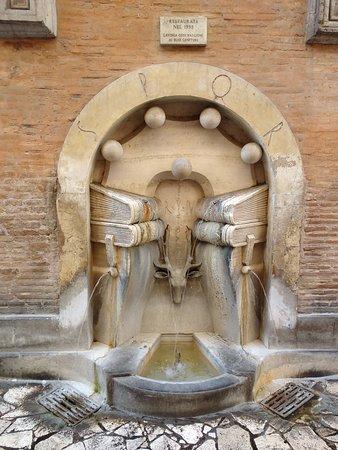 La fontana dei libri  (foto dal web) Le fontane più curiose di Roma