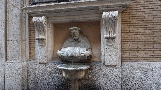La fontana del facchino (foto dal web) Le fontane più curiose di Roma