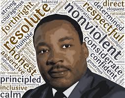 """Martin Luther King in una rappresentazione artistica a colori, che lo ritrae di fronte ad una serie di scritte che elencano le sue virtù, tra cui """"inclusivo"""",""""calmo"""" e """"non violento"""". Martin Luther King moriva il 04 aprile del 1968"""
