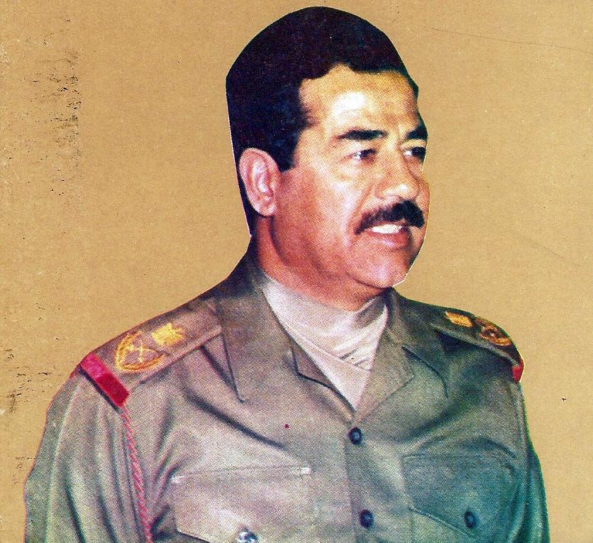Saddam Hussein ritratto in divisa
