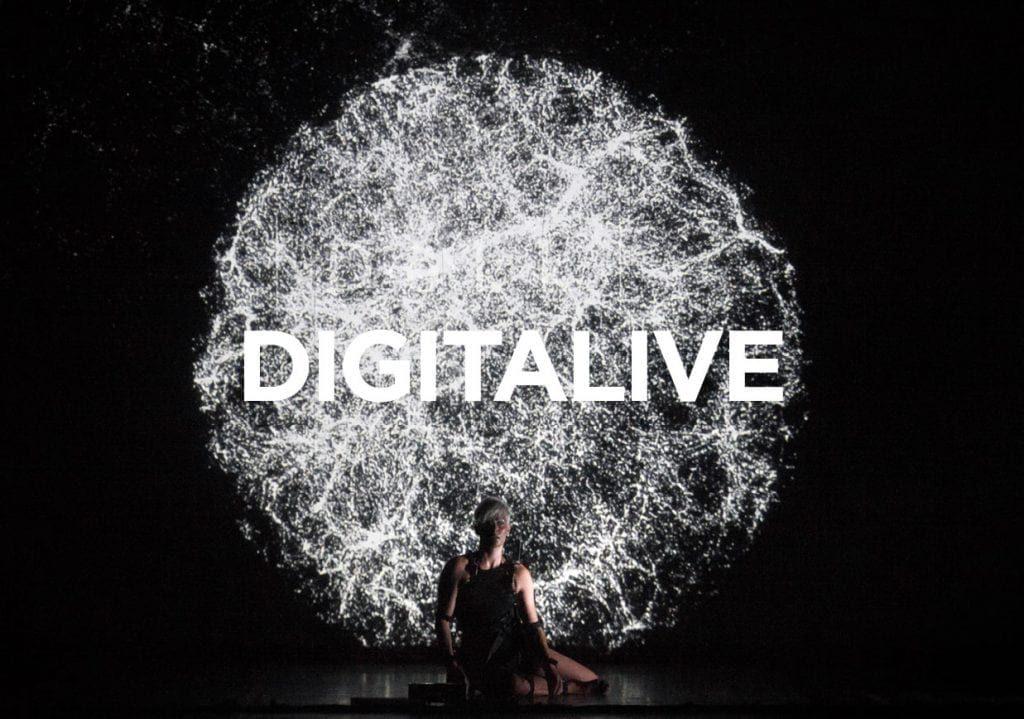 La rappresentazione di un cervello umano, riprodotta con delle luci, riporta la scritta Digitalive, sottosezione del Romaeuropa Festival
