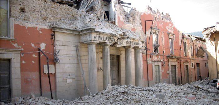 Palazzo del governo, L'aquila, distrutto dal terremoto del 6 aprile 2009. (foto dal web)