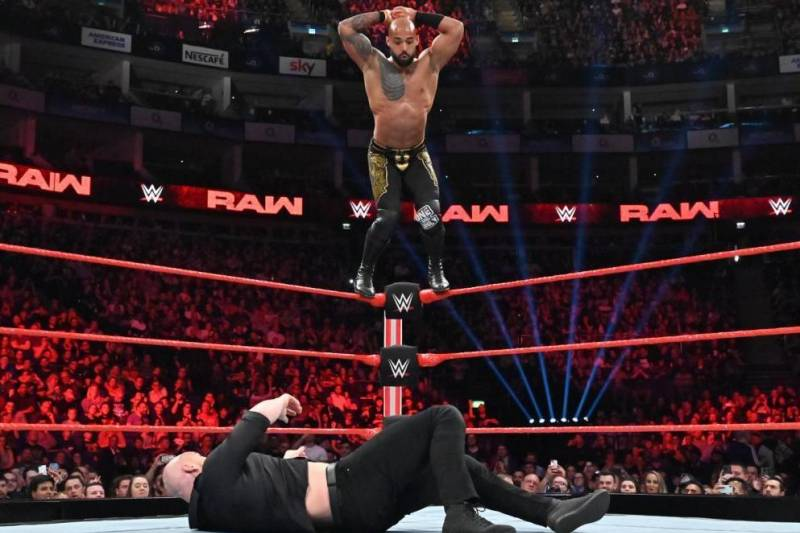 raw ricochet vs cesaro
