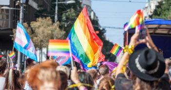 Un corteo Pride - © Thinkstock/HomeToGo.