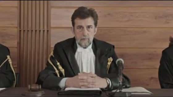 Frame del set di Tre piani. Nanni Moretti nei panni di giudice.