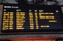 La tabella degli orari presso la stazione di Firenze (Corriere fiorentino)
