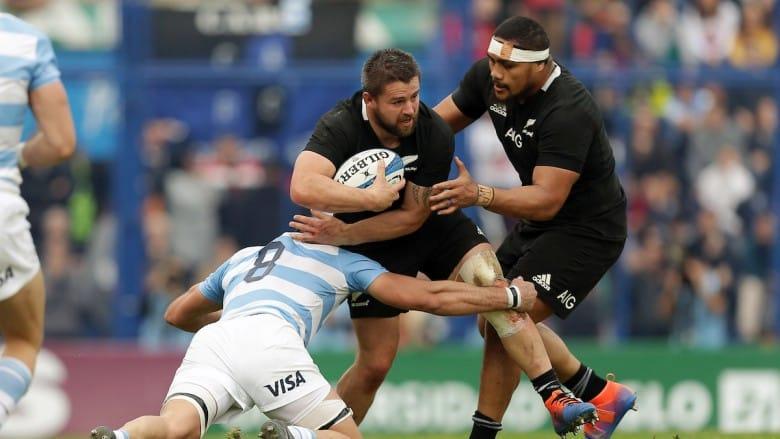 azione di gioco tra pumas e all blacks nel rugby championship