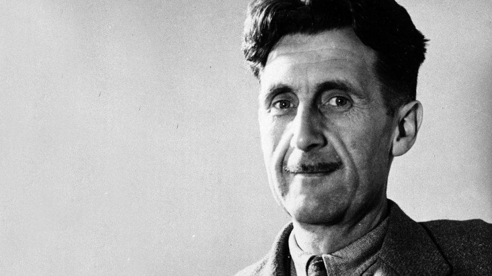 George Orwell, autore del noto libro 1984, ci dà molte suggestioni interessanti sul tema della fedeltà storica e sui mezzi di comunicazione di massa come i fumetti o il cinema