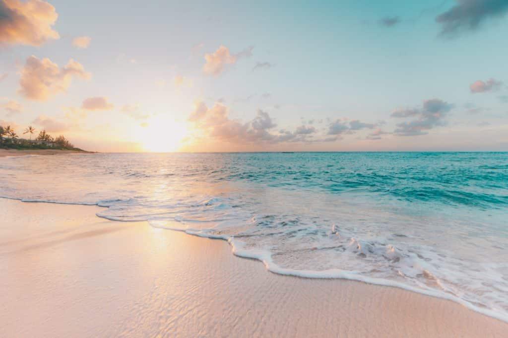 Al sole sulla spiaggia