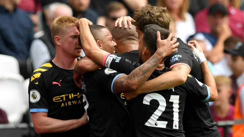 L'esultanza dei ragazzi di Guardiola per il vantaggio firmato Gabriel Jesus Premier League