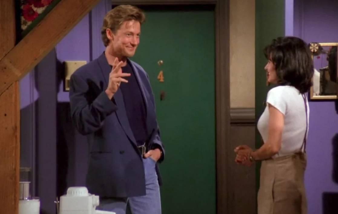 Monica e Paul nell'appartamento nel primo episodio di Friends.