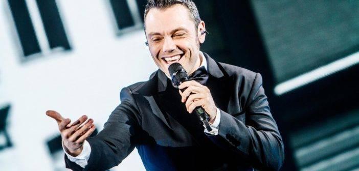 """Tiziano ferre ed il suo nuovo singolo"""" accetto miracoli"""""""