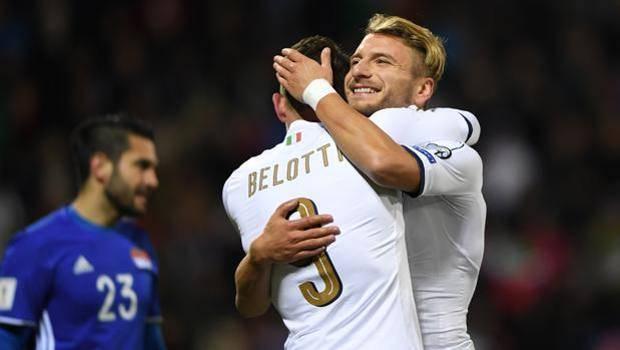 Belotti e Immobile esultano con la maglia della nazionale.